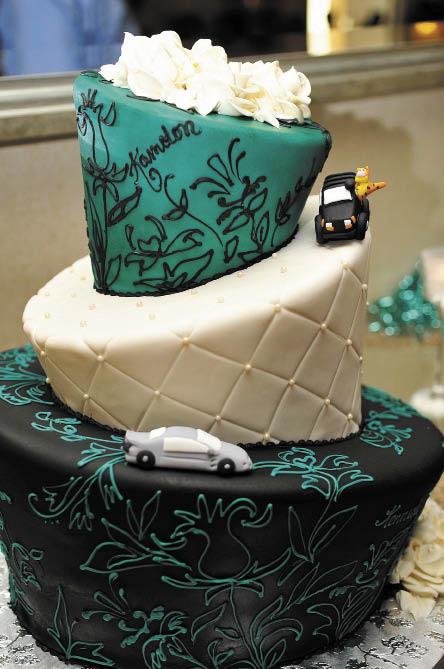 Alaska Bride Groom Inspiration Gallery Choosing Your Weddding Cake